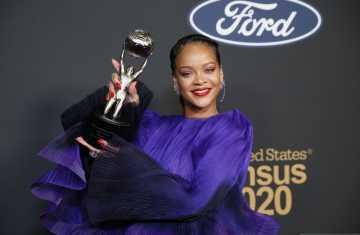 Rihanna Singgung Persatuan Saat Terima Penghargaan NAACP 2020